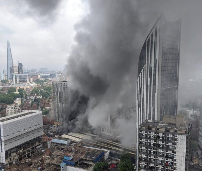 伦敦市中心发生严重火灾 约100名消防员抵达现场